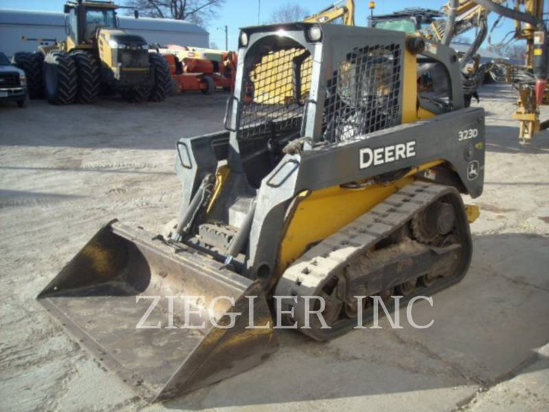 DEERE & CO. CHARGEURS TOUT TERRAIN 323D equipment  photo 1