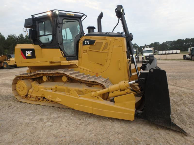 CATERPILLAR TRACTEURS SUR CHAINES D7E equipment  photo 1