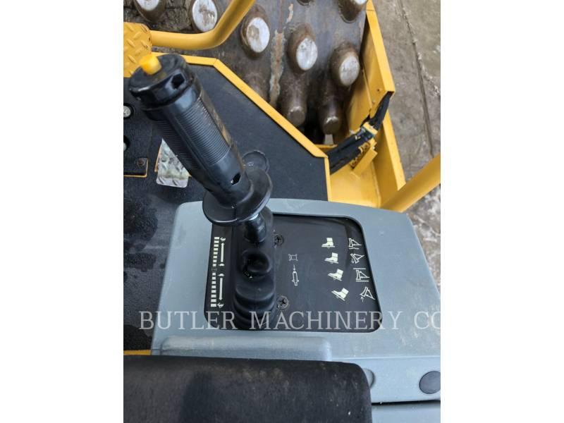 CATERPILLAR COMPACTEUR VIBRANT, MONOCYLINDRE À PIEDS DAMEURS CP56 equipment  photo 8