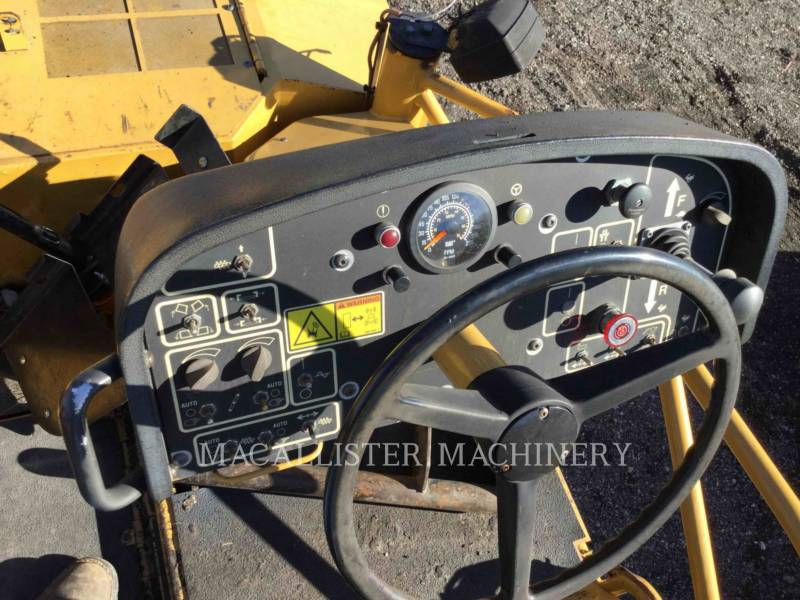 Caterpillar BETONIERE DE ASFALT AP-1055D equipment  photo 8