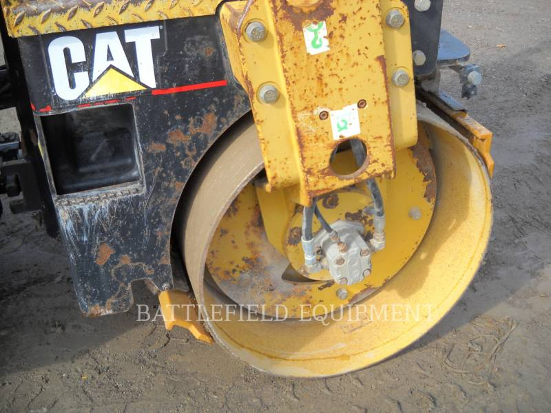 CATERPILLAR ROLO COMPACTADOR DE ASFALTO DUPLO TANDEM CB-224E equipment  photo 9