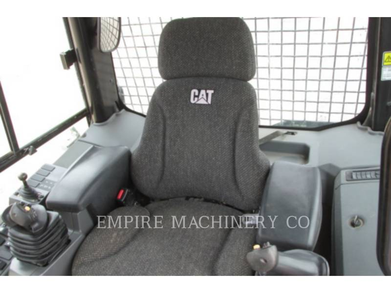 CATERPILLAR TRACK TYPE TRACTORS D4K CA equipment  photo 9