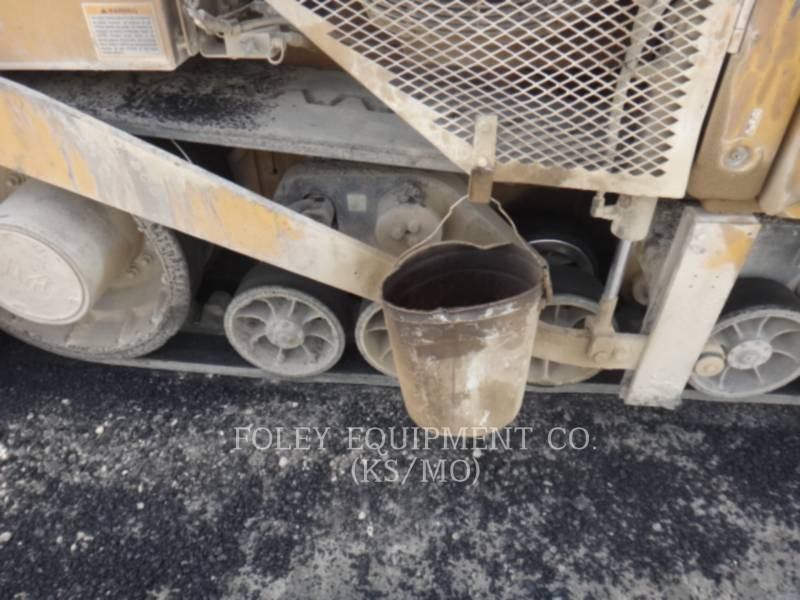 CATERPILLAR PAVIMENTADORES DE ASFALTO AP-1055D equipment  photo 18