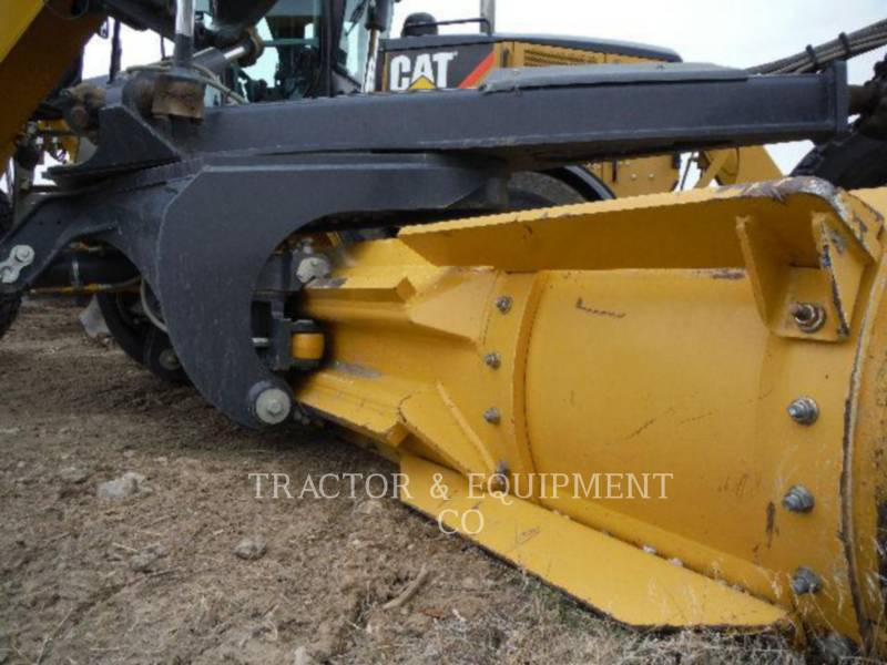 JOHN DEERE NIVELEUSES 770GP equipment  photo 3