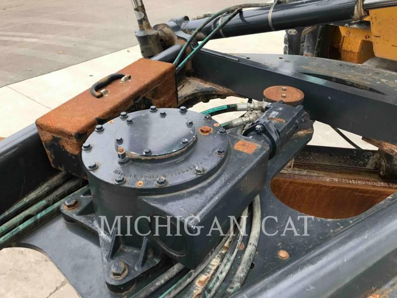 JOHN DEERE NIVELEUSES 772G equipment  photo 24