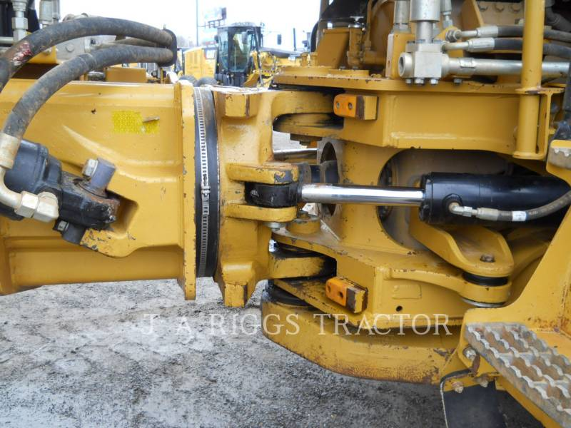 CATERPILLAR KNICKGELENKTE MULDENKIPPER 740B equipment  photo 15