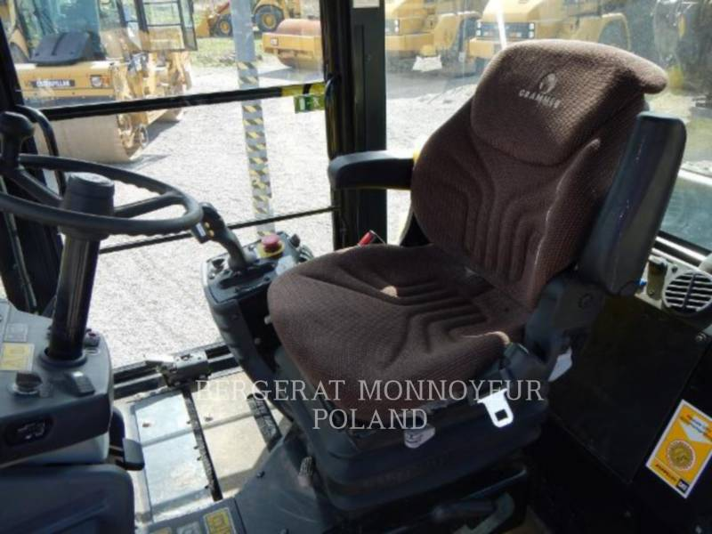 CATERPILLAR COMPACTEURS TANDEMS VIBRANTS CD54 equipment  photo 4