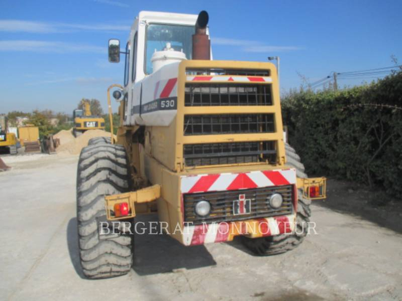 INTERNATIONAL HARVESTER CHARGEURS SUR PNEUS/CHARGEURS INDUSTRIELS 530 equipment  photo 3
