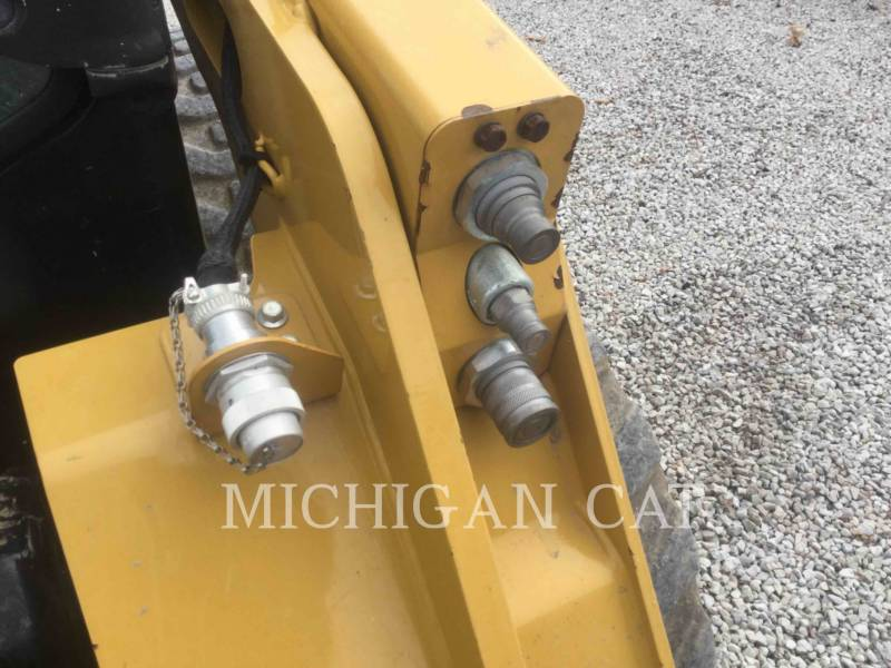 CATERPILLAR SKID STEER LOADERS 242D equipment  photo 22