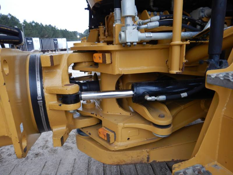 CATERPILLAR KNICKGELENKTE MULDENKIPPER 740B equipment  photo 19