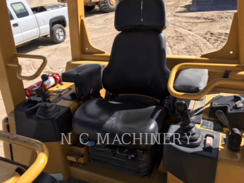 CATERPILLAR TRACK TYPE TRACTORS D3G XL equipment  photo 7