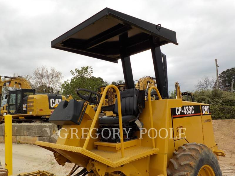 CATERPILLAR COMPACTEUR VIBRANT, MONOCYLINDRE À PIEDS DAMEURS CP-433C equipment  photo 15