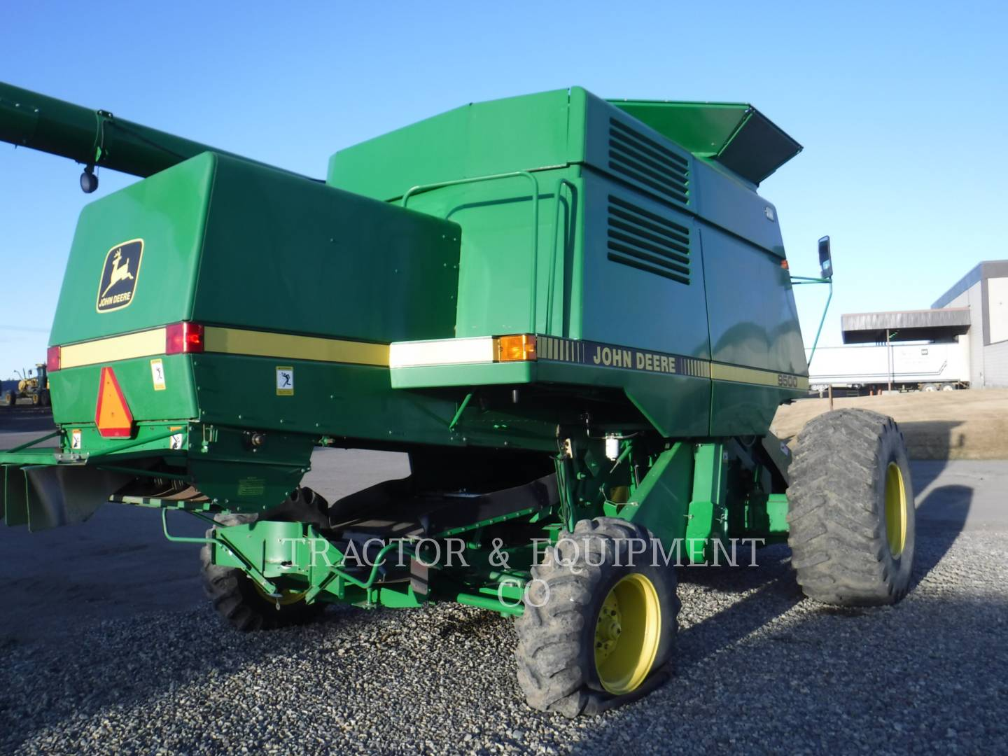 Detail photo of 1996 John Deere 9500 from Construction Equipment Guide