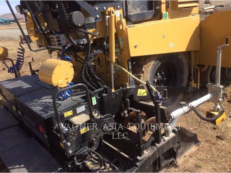 CATERPILLAR ASPHALT PAVERS AP-300 equipment  photo 18