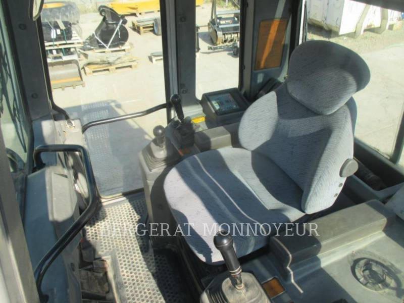 FIAT ALLIS / NEW HOLLAND TRACK LOADERS FL145 equipment  photo 8