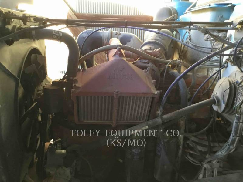 MACK CAMIONES DE CARRETER R223 equipment  photo 11