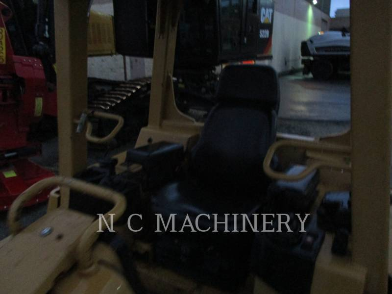 CATERPILLAR KETTENDOZER D5G XLCN equipment  photo 4