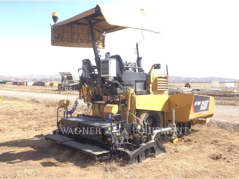CATERPILLAR ASPHALT PAVERS AP-300 equipment  photo 3