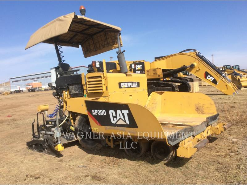 CATERPILLAR ASPHALT PAVERS AP-300 equipment  photo 1