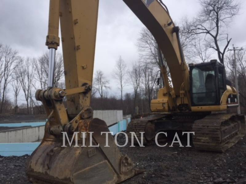 CATERPILLAR TRACK EXCAVATORS 330 D  equipment  photo 1