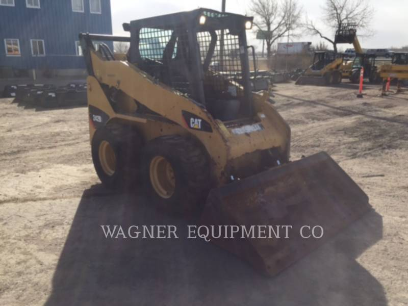 CATERPILLAR SKID STEER LOADERS 242B3 equipment  photo 2