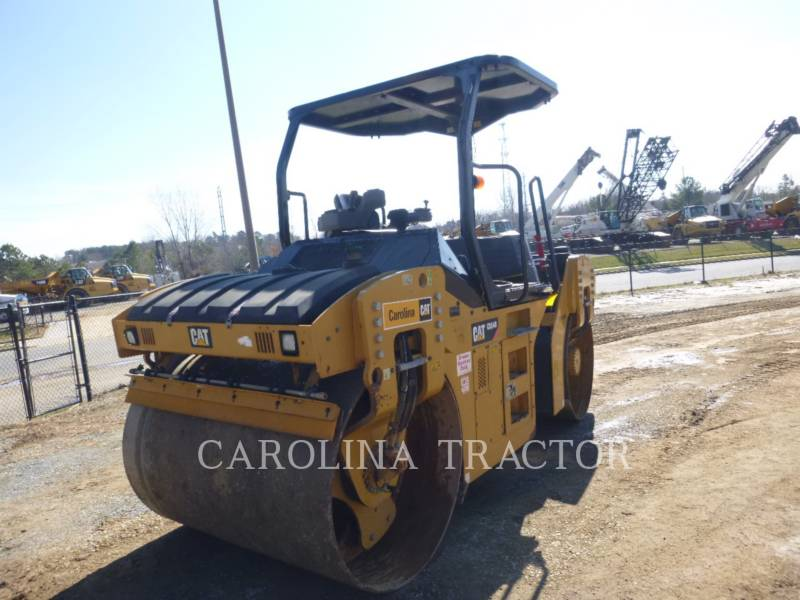 CATERPILLAR TRILLENDE DUBBELE TROMMELASFALTEERMACHINE CB54B equipment  photo 6