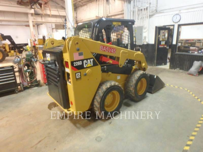 CATERPILLAR KOMPAKTLADER 226D equipment  photo 2