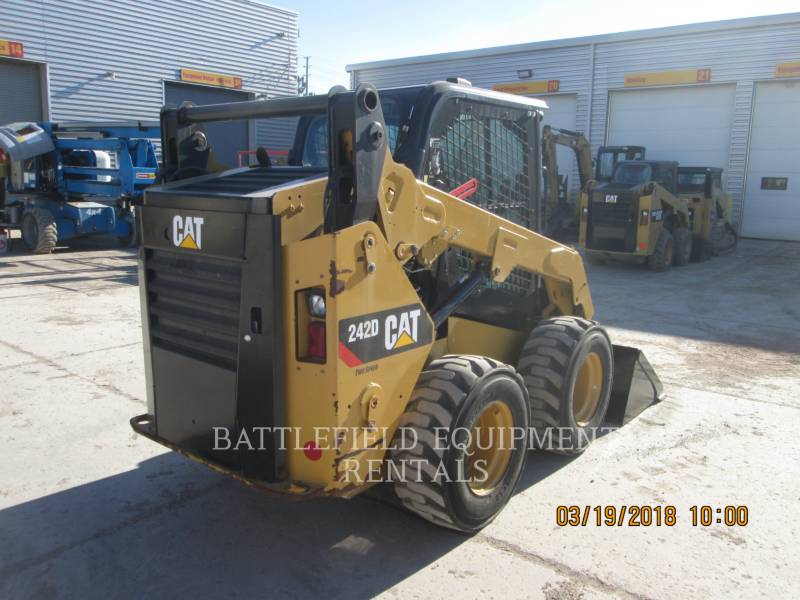 CATERPILLAR KOMPAKTLADER 242D equipment  photo 4