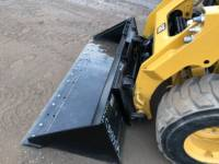 CATERPILLAR CHARGEURS COMPACTS RIGIDES 242D equipment  photo 18