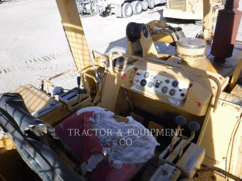 CATERPILLAR TRACTEURS SUR CHAINES 977L equipment  photo 8