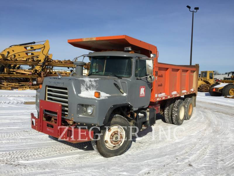 MACK TOMBEREAUX DE CHANTIER DM688S equipment  photo 1