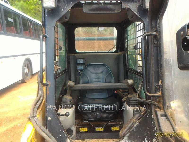 CATERPILLAR MINICARGADORAS 242B3 equipment  photo 9
