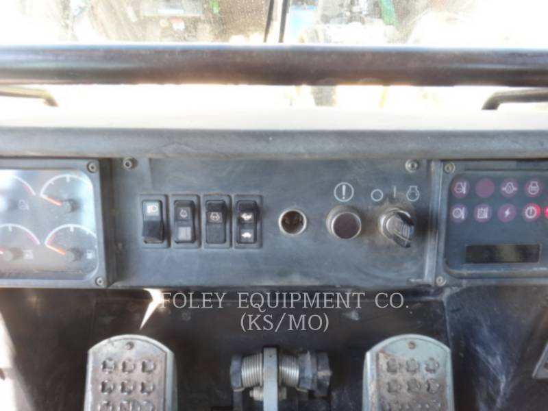 CATERPILLAR TRACK LOADERS 953C equipment  photo 15