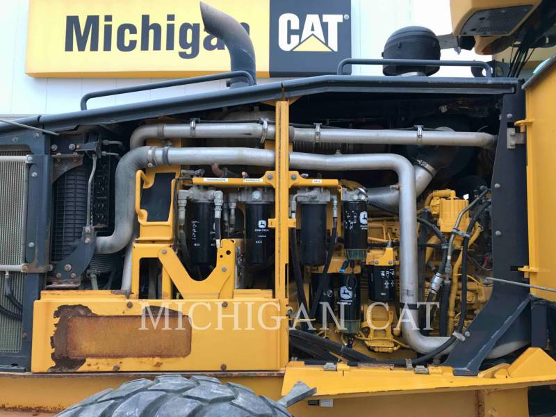 JOHN DEERE MOTOR GRADERS 772G equipment  photo 10
