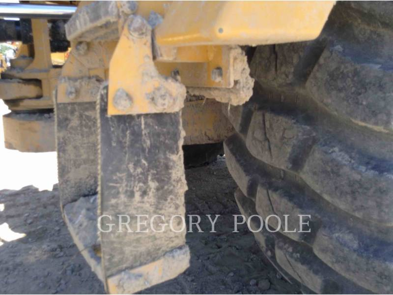 CATERPILLAR CAMIONES ARTICULADOS 725C equipment  photo 12