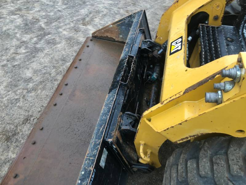 CATERPILLAR PALE COMPATTE SKID STEER 242 D equipment  photo 16