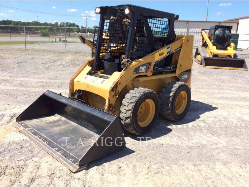 CATERPILLAR MINICARREGADEIRAS 226B equipment  photo 1