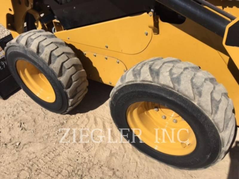CATERPILLAR MINICARGADORAS 242DR equipment  photo 3