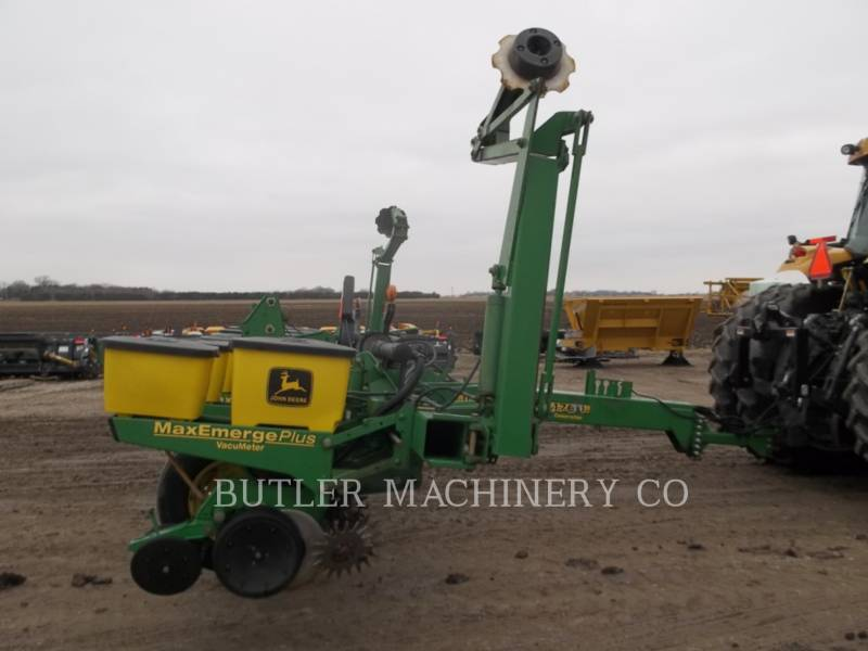 DEERE & CO. PLANTING EQUIPMENT 1760 equipment  photo 3