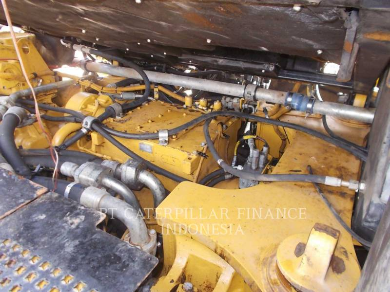 CATERPILLAR CAMIONES ARTICULADOS 740 equipment  photo 12