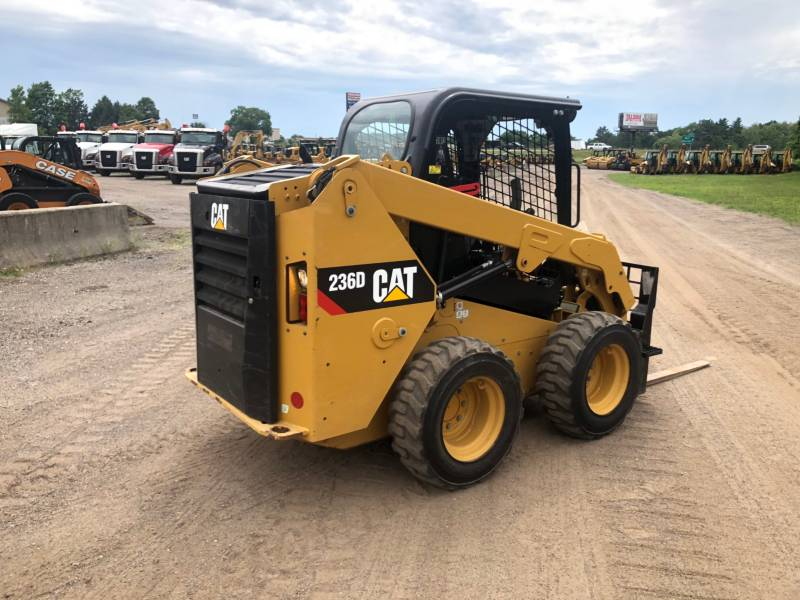CATERPILLAR PALE COMPATTE SKID STEER 236 D equipment  photo 3
