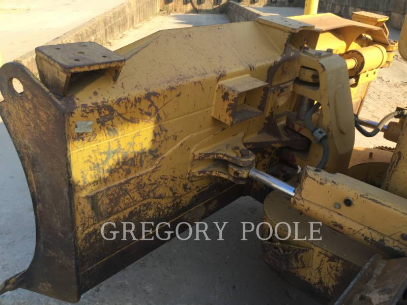 CATERPILLAR KETTENDOZER D6N equipment  photo 9