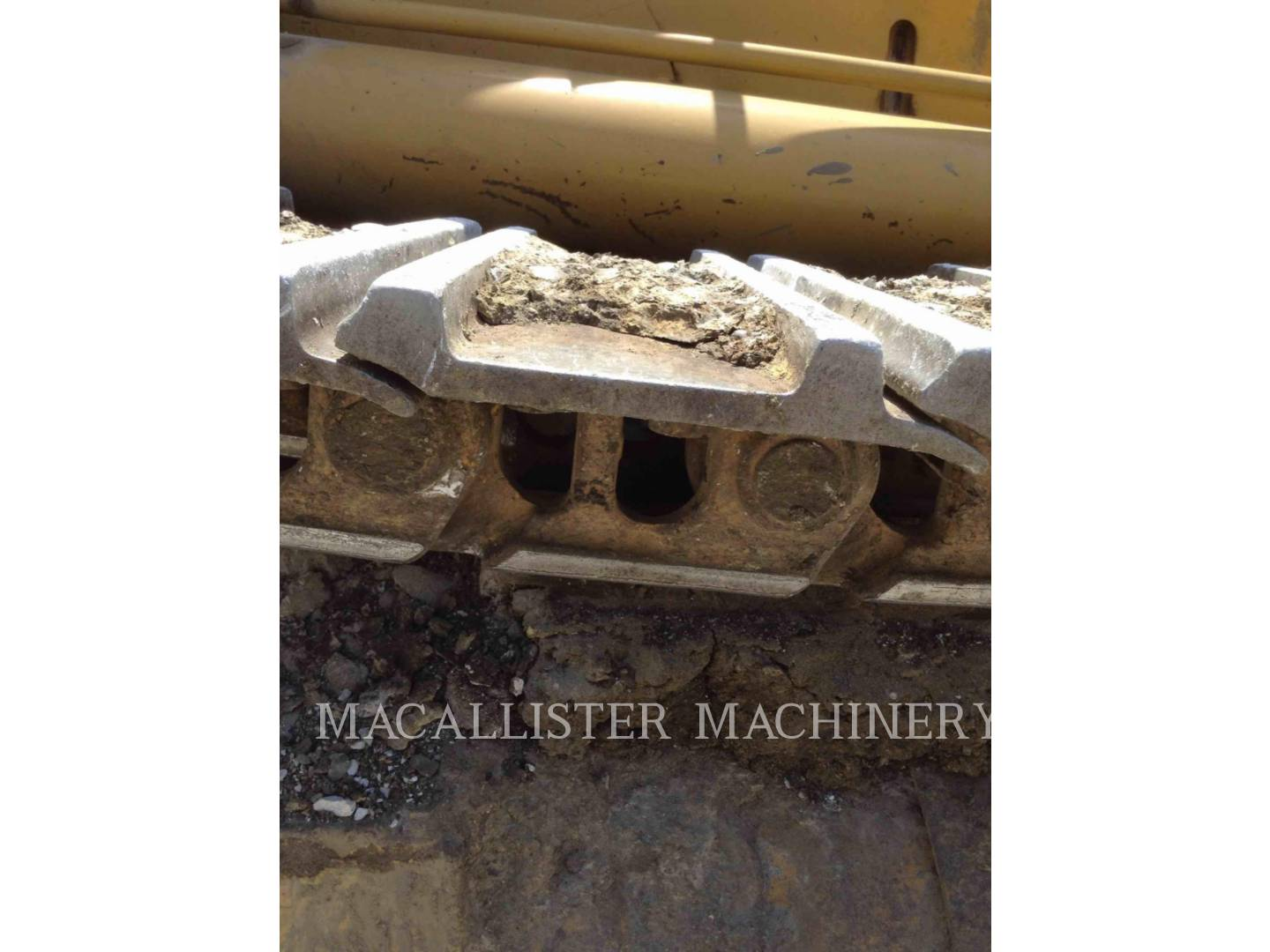 Detail photo of 2000 Caterpillar 963 from Construction Equipment Guide