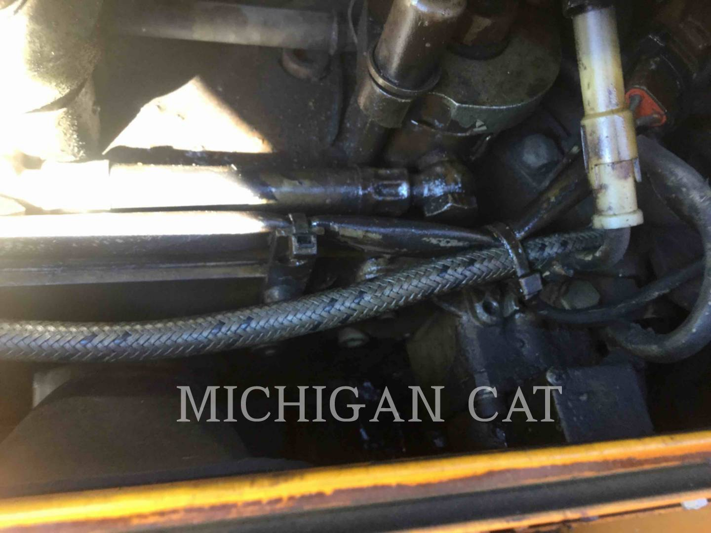 Detail photo of 2005 LeeBoy L8500 from Construction Equipment Guide