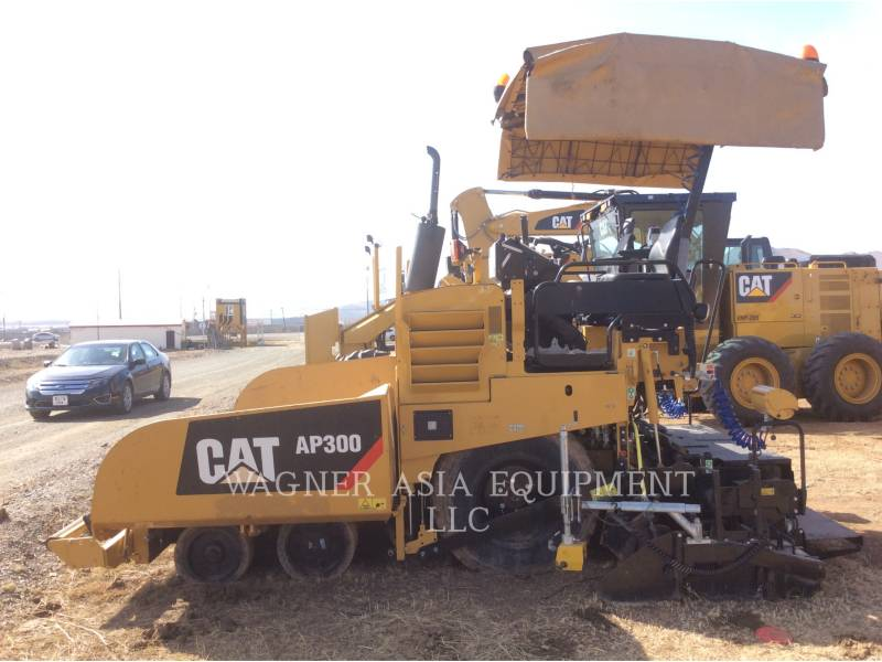 CATERPILLAR ASPHALT PAVERS AP-300 equipment  photo 6
