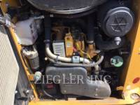 CATERPILLAR SKID STEER LOADERS 242DR equipment  photo 2