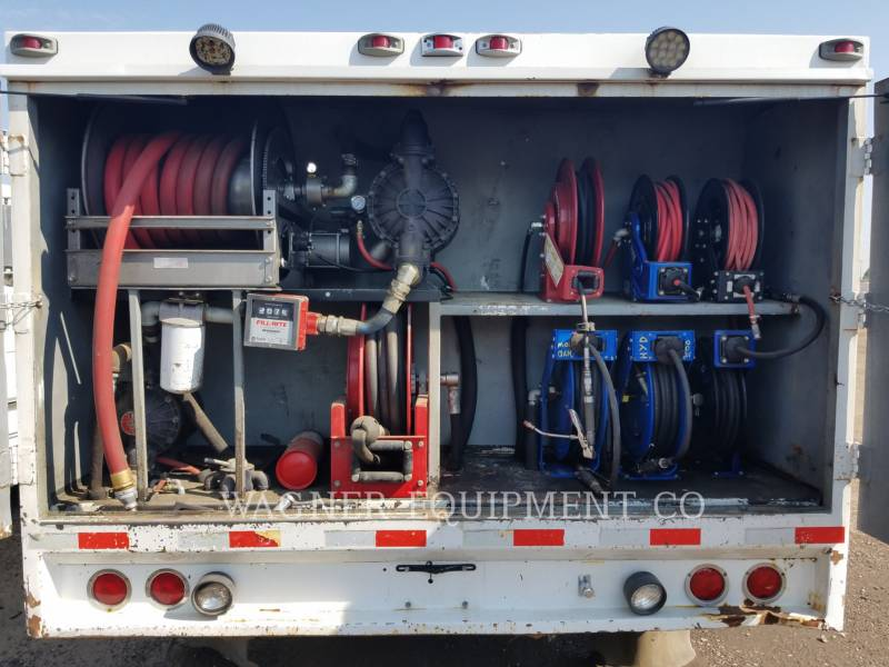 STERLING CAMIONES DE CARRETER FUEL LUBE TRUCK equipment  photo 10