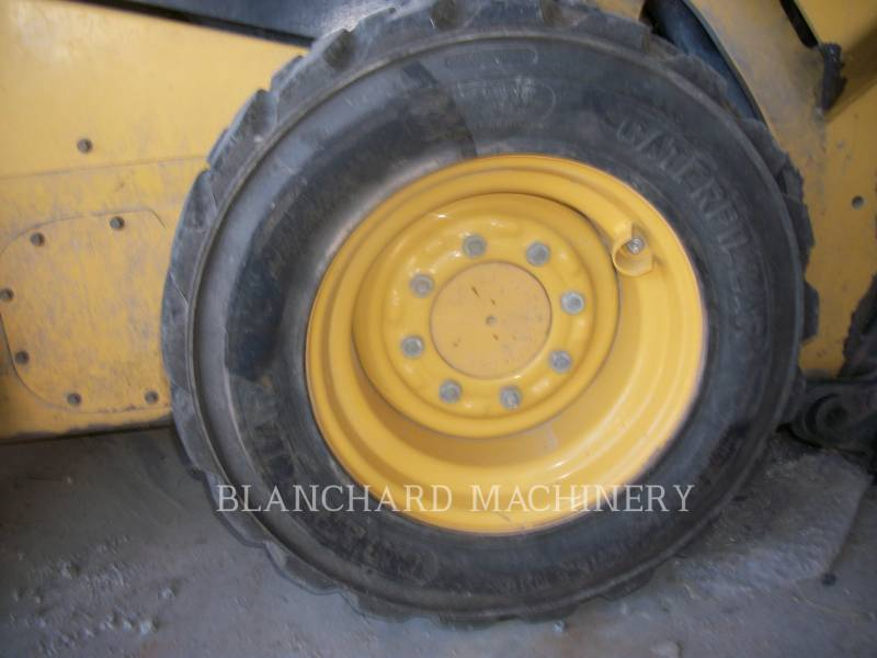 CATERPILLAR PALE COMPATTE SKID STEER 242D equipment  photo 7