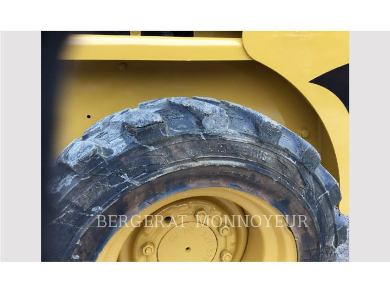 CATERPILLAR CHARGEURS COMPACTS RIGIDES 216B3 equipment  photo 8