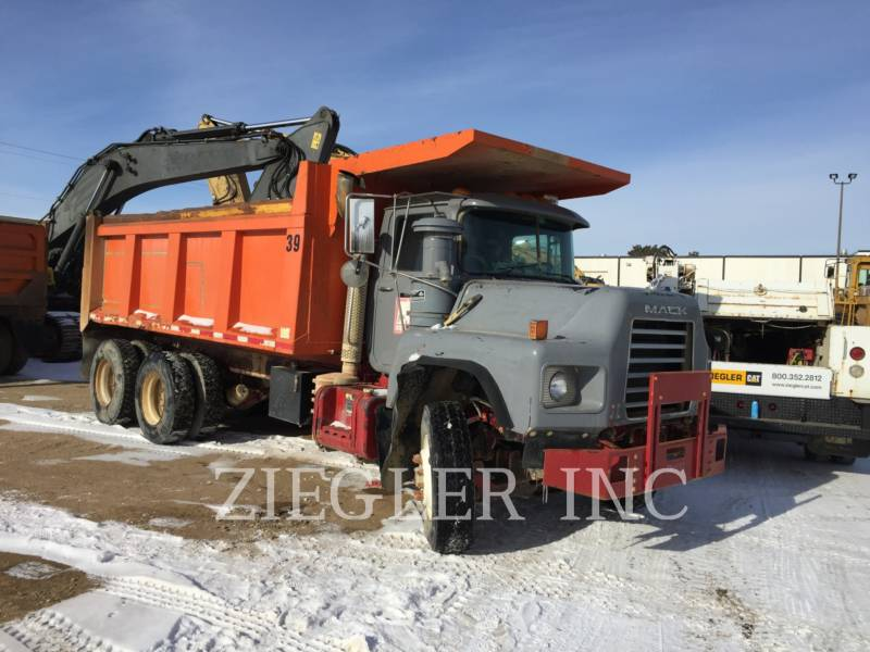 MACK TOMBEREAUX DE CHANTIER DM688S equipment  photo 3